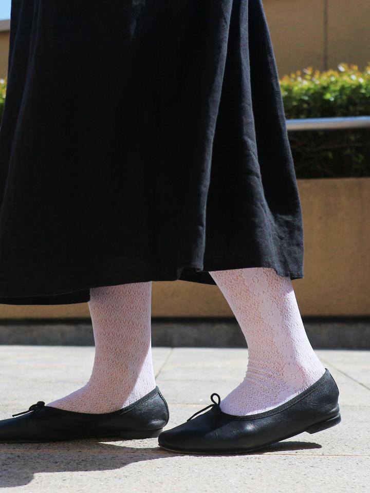 靴下屋 ラッセルマーガレットレースタイツ サラシ