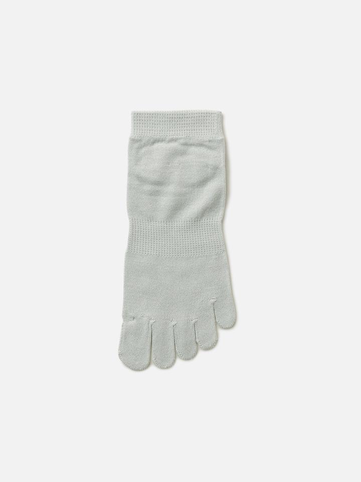 靴下屋 Tabio しっとり絹の五本指ショートソックス